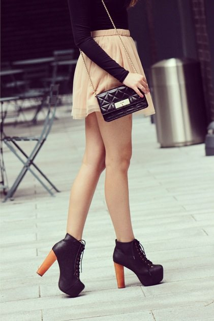 cute tulle skirt fall outfit jeffrey campbell litas