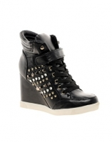 Timeless Studded Side Sneaker